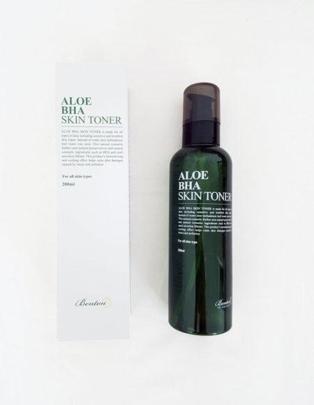 Benton Aloe BHA Skin Toner -kasvovesi ja paketti