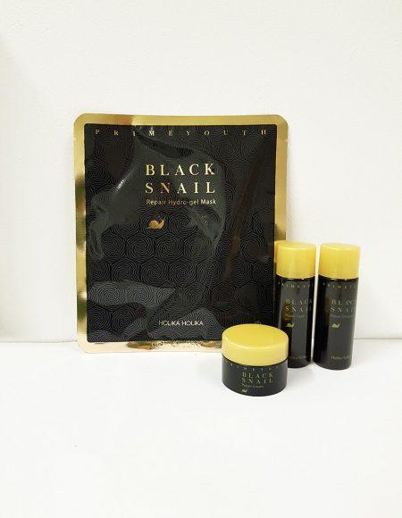 Black Snail Travel Kit Holika Holika 2