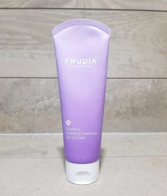 Frudia-Blueberry-Hydrating-Cleansing-Gel-To-Foam-3
