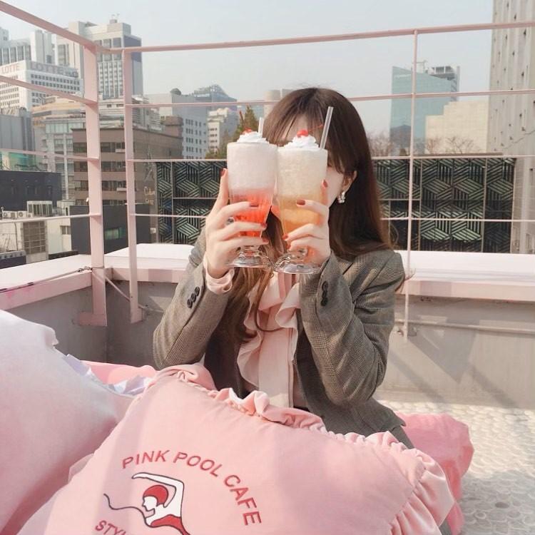 pink pool cafe Intagram __.airi_